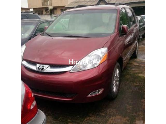 Red 2004 Toyota Sienna Xle - Best Price and Condition Available - 1