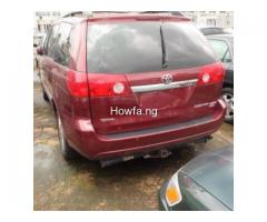 Red 2004 Toyota Sienna Xle - Best Price and Condition Available - Image 5