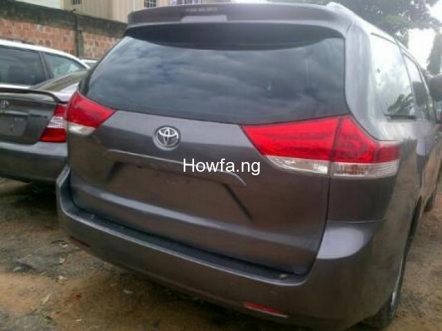 Clean Toyota Sienna for sale - Best Price Guaranteed - Call Now - 1