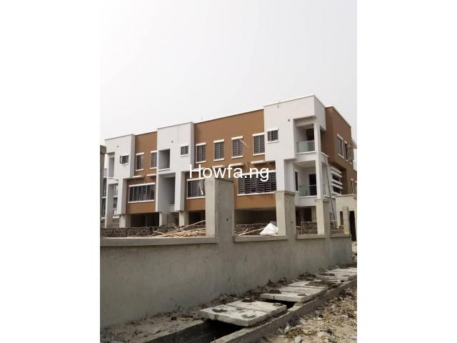 4 Bedroom Maisonette With An In-Built 1 Bedroom BQ apartment - 1