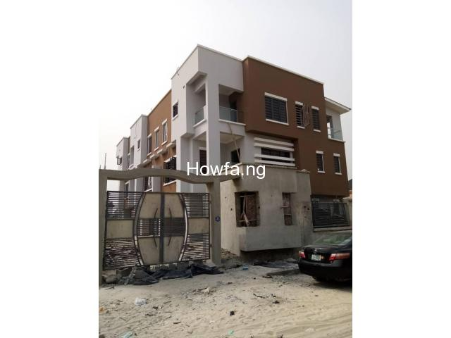 4 Bedroom Maisonette With An In-Built 1 Bedroom BQ apartment - 2