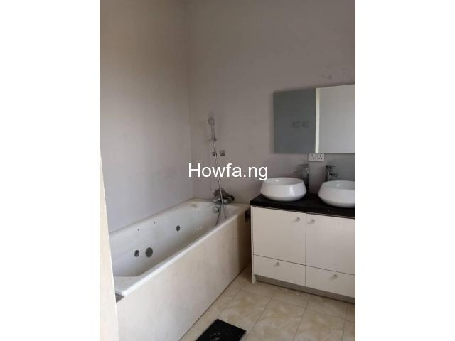 4 Bedroom Maisonette With An In-Built 1 Bedroom BQ apartment - 4